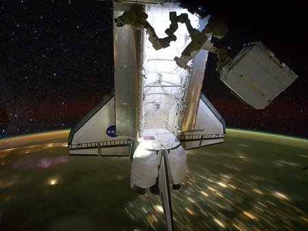 space-shuttle-endeavour-final-mission-landed-over-earth-night_36139_600x450.jpg