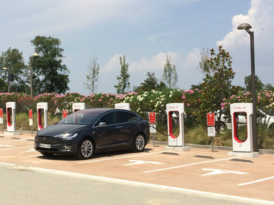 Ya hay 11 estaciones de supercargadores Tesla en España