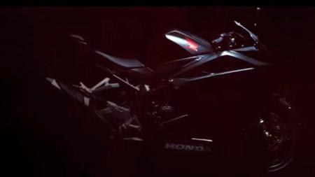 """""""Espera lo inesperado"""", el teaser que nos enseña la futura y muy deportiva Honda CBR 250 RR"""