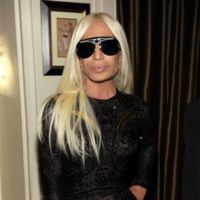 Las celebrities se van de fiesta con Donatella Versace y sus nuevas gafas