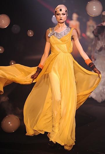 Foto de John Galliano, Primavera-Verano 2010 en la Semana de la Moda de París (12/14)