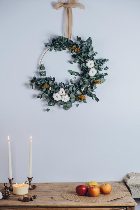 15 ideas para decorar con flor preservada la mesa (y las paredes) en Navidad