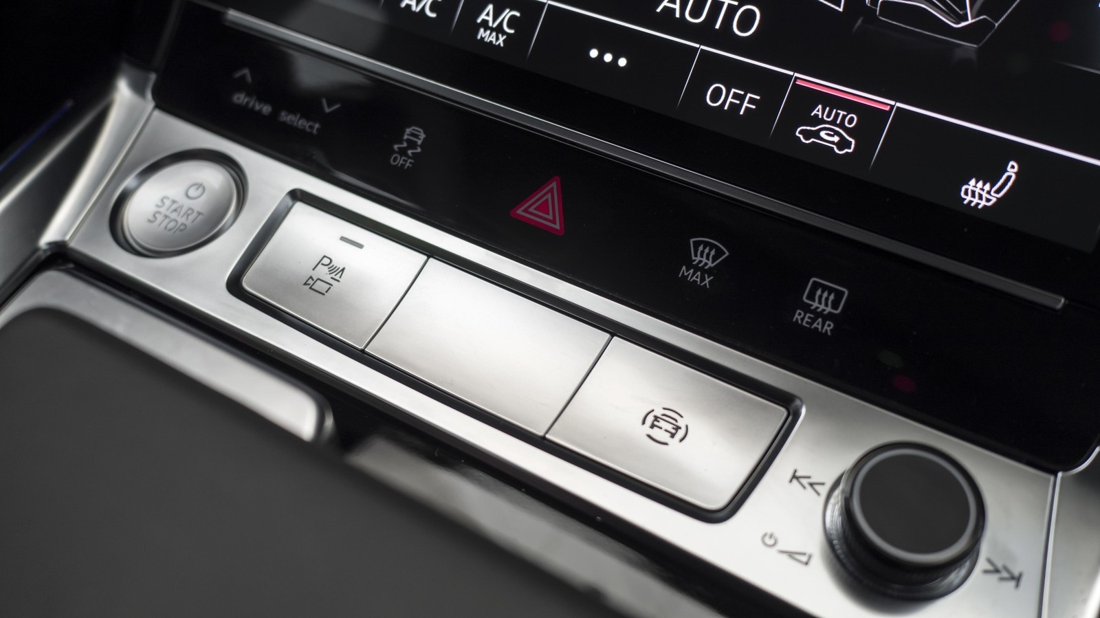 Foto de Audi e-tron (107/111)