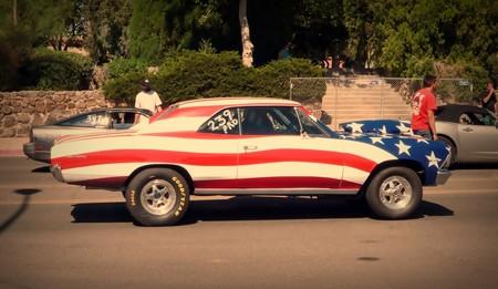 coche con bandera americana