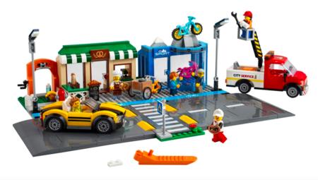 Conjunto callejero de Lego que incluye una pequeña linea azul para bicicletas.
