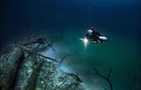 Así de impresionante luce un río dentro de otro río en el Cenote Angelita en Yucatán