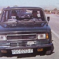 Una señora choca su furgoneta contra un poste, y el poste aplasta un coche con radar camuflado
