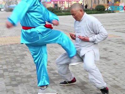 Recibir golpes en la entrepierna sin dolor es posible: el arte milenario del 'Iron Crotch'