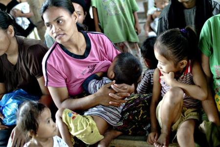 Se recomienda a las madres filipinas que den el pecho a sus bebés para evitar enfermedades