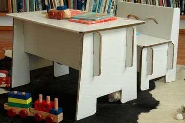 Pupitre Benz, otro escritorio de cartón