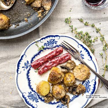 Patatas nuevas asadas con champiñones y pan rallado, receta para volverse a enamorar