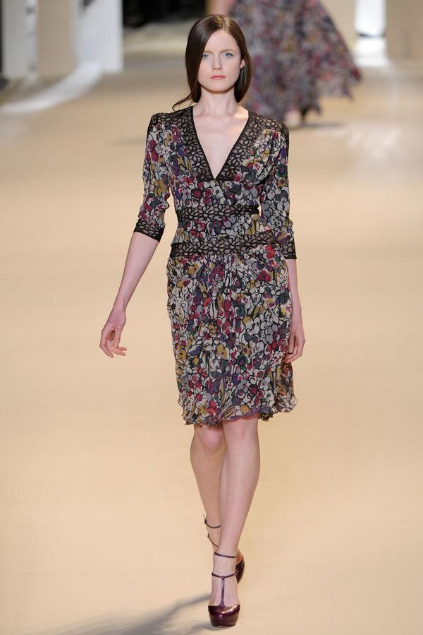 Foto de Elie Saab Otoño-Invierno 2011/2012 en la Semana de la Moda de París: la alfombra roja espera (32/32)