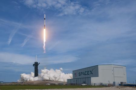 SpaceX prueba con éxito su sistema de expulsión de emergencia de astronautas: momentos antes de explotar el Falcon 9