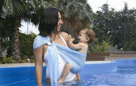 Watersling, un portabebés para utilizar en el agua