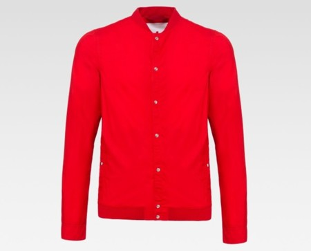 Extrema pero delicada: shirt-jacket roja de Peuterey