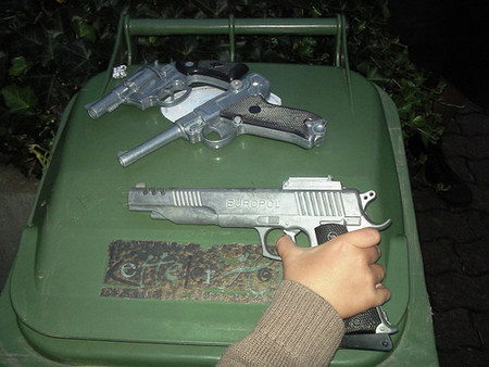 nino-con-pistola2.jpg