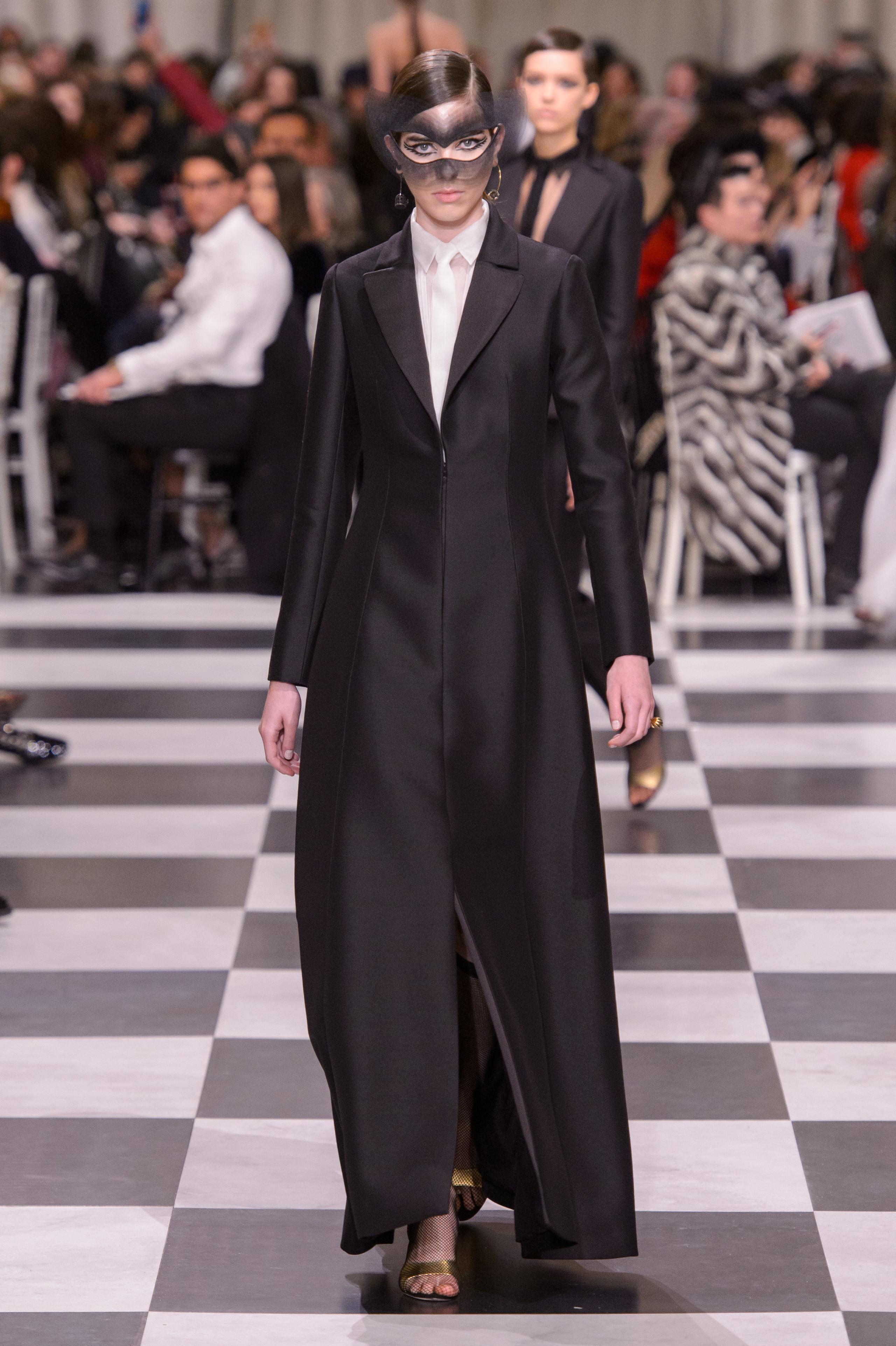 Foto de Dior Alta Costura: Maria Grazia Chiuri y su mágico desfile en blanco y negro Primavera-Verano 2018 (71/74)