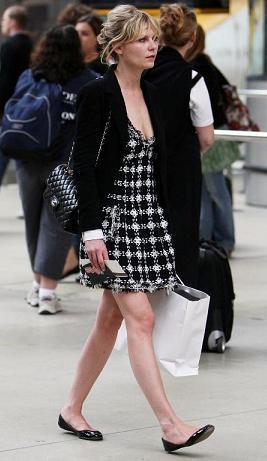 Kirsten Dunst con un mini vestido de Chanel