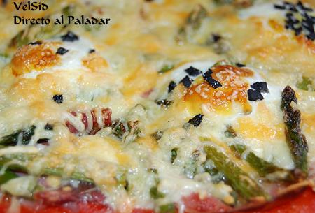 Pizza de espárragos y huevos de codorniz a la trufa