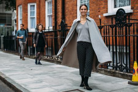 Cómo combinar un abrigo gris: se llevan largos y de estilo masculino