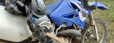 Cuatro lecciones de supervivencia en moto que aprendimos con los errores de estos australianos y un palo