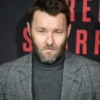 Joel Edgerton vuelve a triunfar con un look a cuadros para la premiere de 'Red Sparrow'