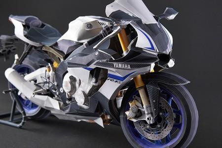 Esta Yamaha YZF-R1M no usa gasolina, se puede levantar con un dedo y cualquiera puede fabricarla