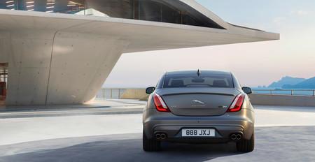 Así es el nuevo Jaguar XJR575, una super berlina de 575 CV