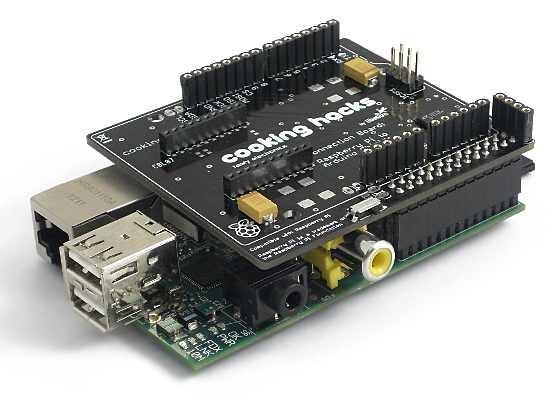 Escudo de Cooking hacks que permite conectar los escudos de Arduino a la Raspberry Pi