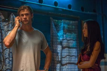 Chris Hemsworth y Wei Tang en una escena del film