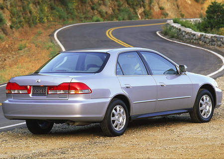 Honda Accord 2000 3