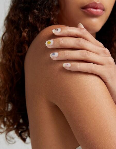 Bershka Stickers Nail Art 03