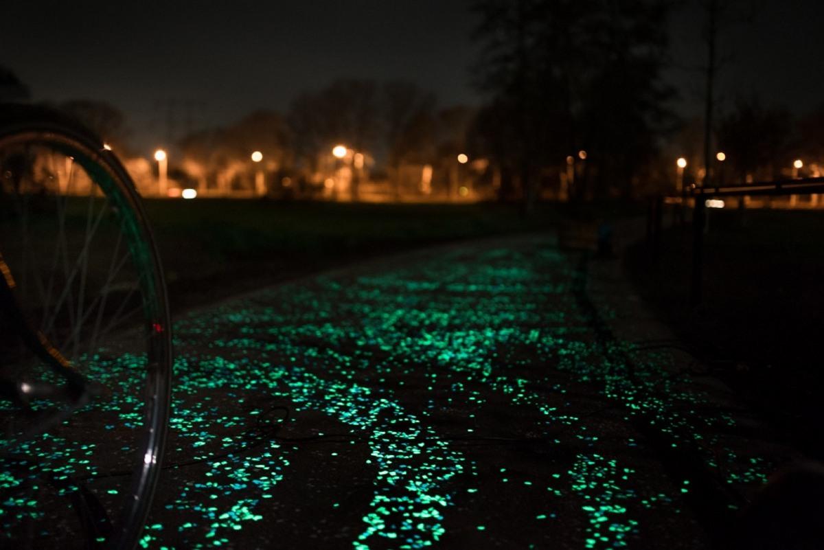 Foto de Carril bici La Noche Estrellada por Studio Roosegarde (5/9)