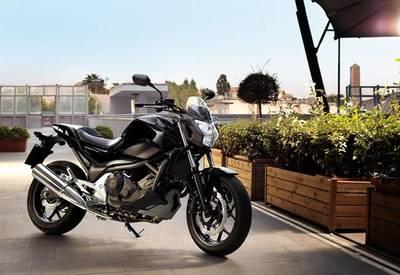 La Honda NC700S con Transmisión de Doble Embrague se pone a la venta