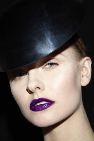 Linda Cantello crea un maquillaje de lujo para la primavera - verano de Armani Privé