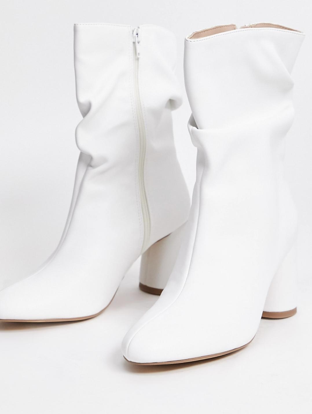 Botas holgadas en color blanco Marshmallow de Public Desire