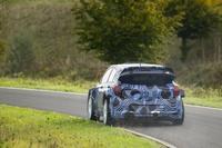 El nuevo Hyundai i20 WRC pisa por primera vez tierra (y más)