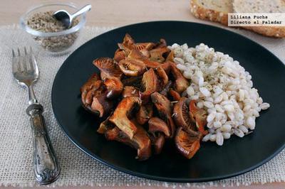 Níscalos a la flor de sal y romero con cebada. Receta