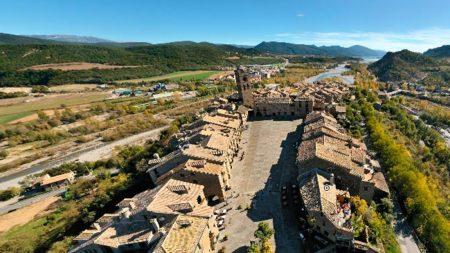 Tours from above - Visitas aéreas de ciudades (Aínsa)