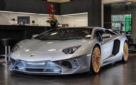 El último Lamborghini Aventador SV sale de la línea de producción y va pintado de Porsche