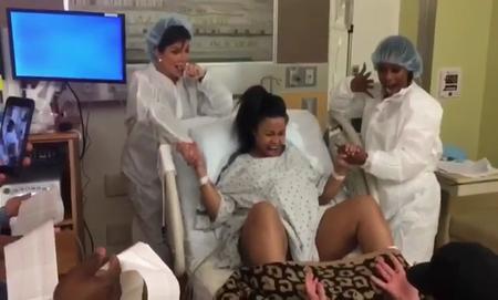 Un mannequin challenge... ¡hasta en el parto!