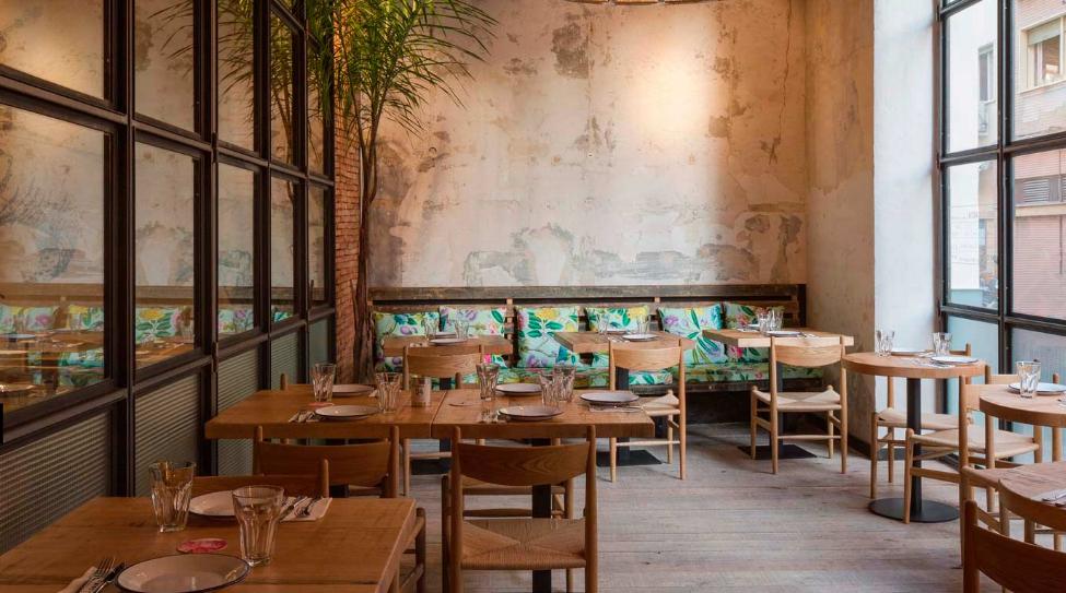 Torres y garc a aires coloniales para este restaurante sevillano - Decoraciones de bares ...
