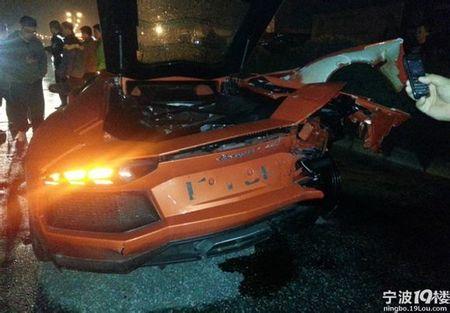 Dolorpasión™: Un Prius da un besito a un Aventador