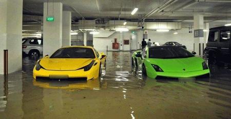 Dolorpasion™: Ferrari 458 Italia, Lamborghini Gallardo y Porsche 911 GT3 RS pasados por agua