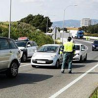En los viajes permitidos durante el estado de alarma podrán ir dos personas en el coche: una por cada fila de asientos