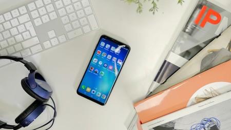 LG V30 diseño sobre mesa