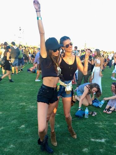 Prohibido pasarse por Coachella sin estrenar look: del rubio platino de Taylor Swift a las trenzas de Alessandra Ambrosio