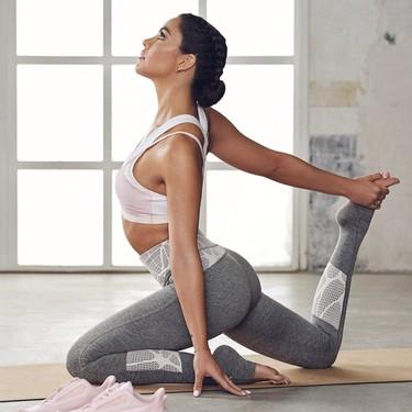 Los ejercicios de yoga que hemos aprendido de Cristina Pedroche para hacer en casa durante el confinamiento