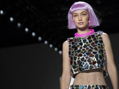 El cyberpunk podría ser la nueva tendencia beauty más futurista de la temporada, palabra de Jeremy Scott