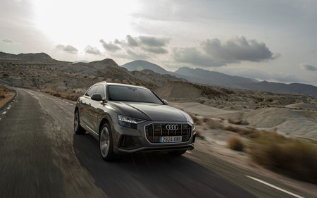 Audi Q8 carretera